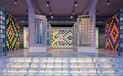 Lichteffekte im Raum: Farbige Glassteine machen Laune